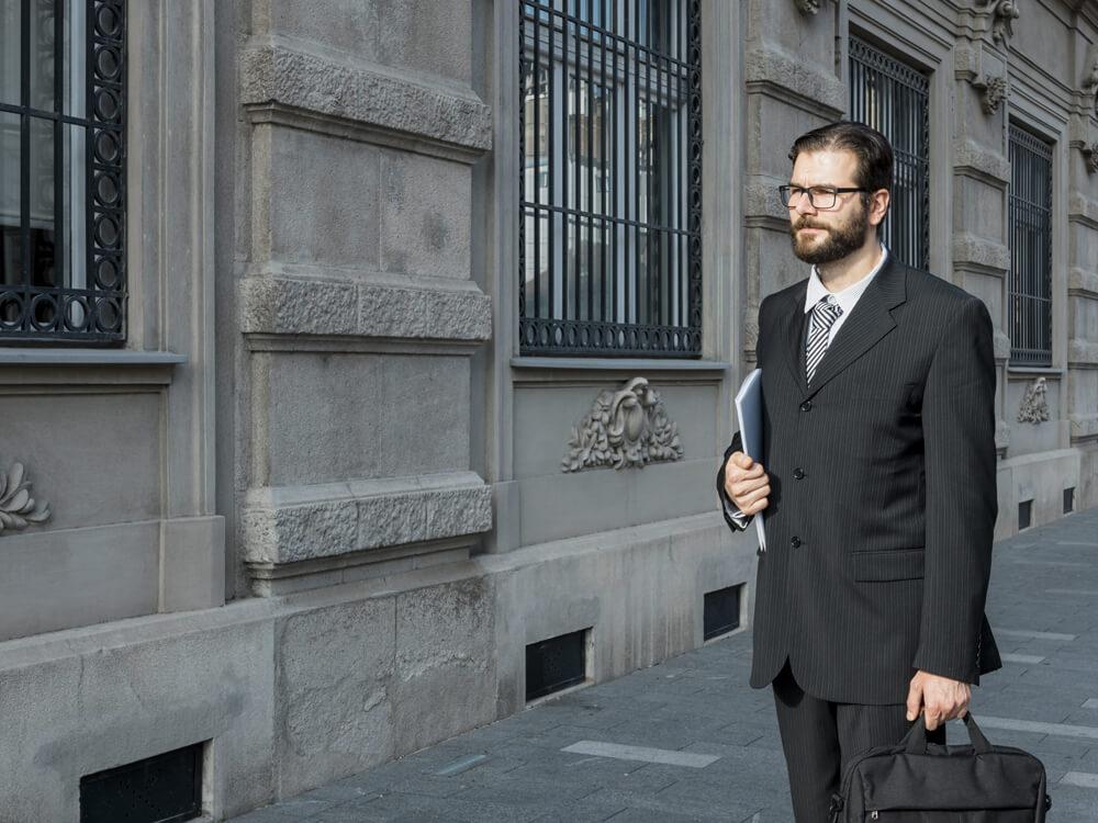Entre las funciones del perito judicial está la elaboración de un informe pericial